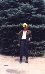 Esta foto me la hicieron al salir de la visita de la mina de carbón en Donestk. ¡¡¡Dios, que delgado estaba!!!